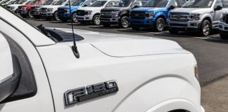 Ford aims to resume production in less than three weeks despite pandemic